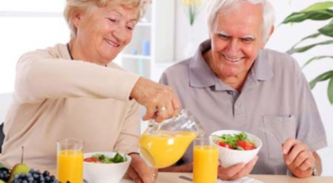 Những nguyên tắc vàng trong ăn uống cho người già