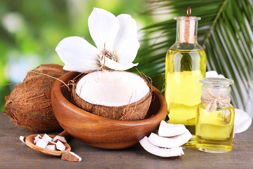 Dầu dừa giúp làm đẹp sau sinh với khả năng làm mịn da sử dụng cho da toàn thân
