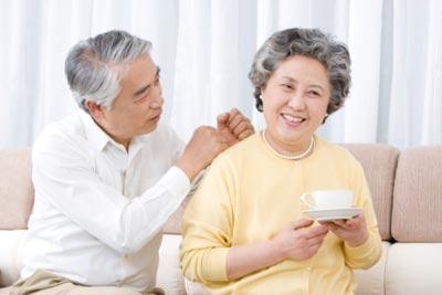 Người cao tuổi nên ăn mật ong hơn ăn đường