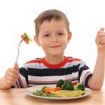 Điều cha mẹ nên làm rèn luyện cho con thói quen ăn uống tốt