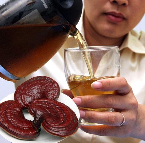 Uống trà nấm linh chi hàng ngày