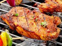 Hạn chế dùng thịt nướng bằng than