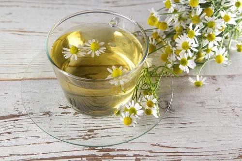 Giảm đau đầu bằng trà hoa cúc