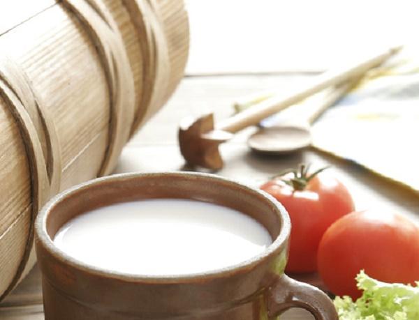 """5 Tác dụng """"thần kỳ"""" của sữa tươi và cà chua đối với làm đẹp cho nữ giới"""