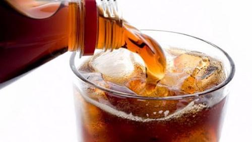 Tránh uống các đồ uống có ga