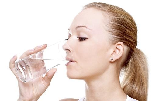 Thói quen uống nước không tốt