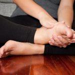 Tại sao xơ gan lại gây phù chân tay?