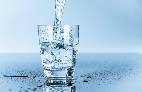 Uống nước tránh khó tiêu