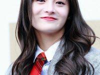10 kiểu tóc uốn lọn to phong cách Hàn Quốc xinh lung linh