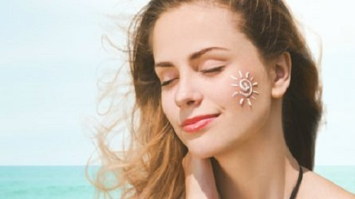 Tiết lộ bí quyết chọn kem chống nắng cho da nhờn