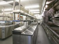 Với đặc thù không gian nhà bếp, ánh sáng trắng là nguồn sáng thích hợp nhất.