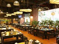 Sử dụng các chất liệu từ tự nhiên quen thuộc giúp không gian nhà hàng mang đậm chất mộc mạc, dân dã.