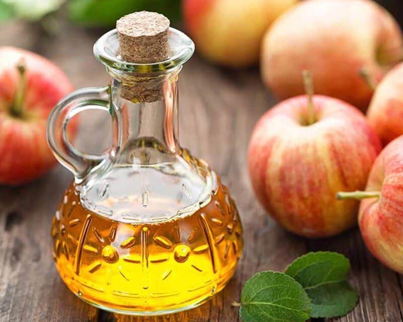 Giấm táo giúp se khít lỗ chân lông, trị mụn & cho làn da mềm mượt