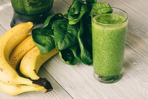 Sinh tố rau bina và chuối hỗ trợ giảm cân nhanh