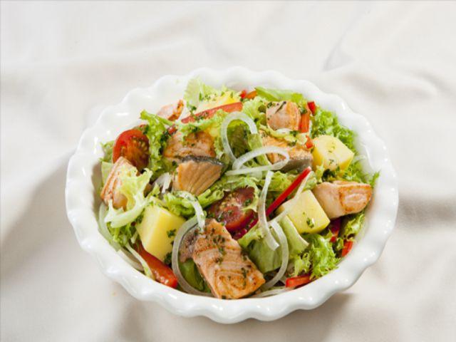 Salad và lá cà rốt
